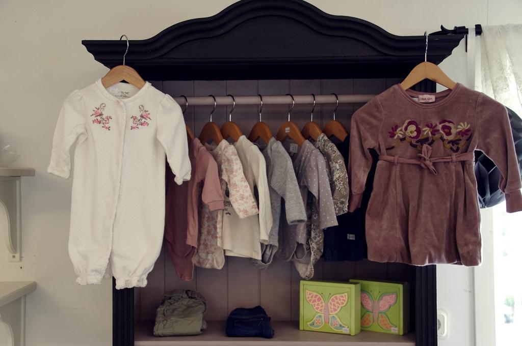 Möbler för barnkläder